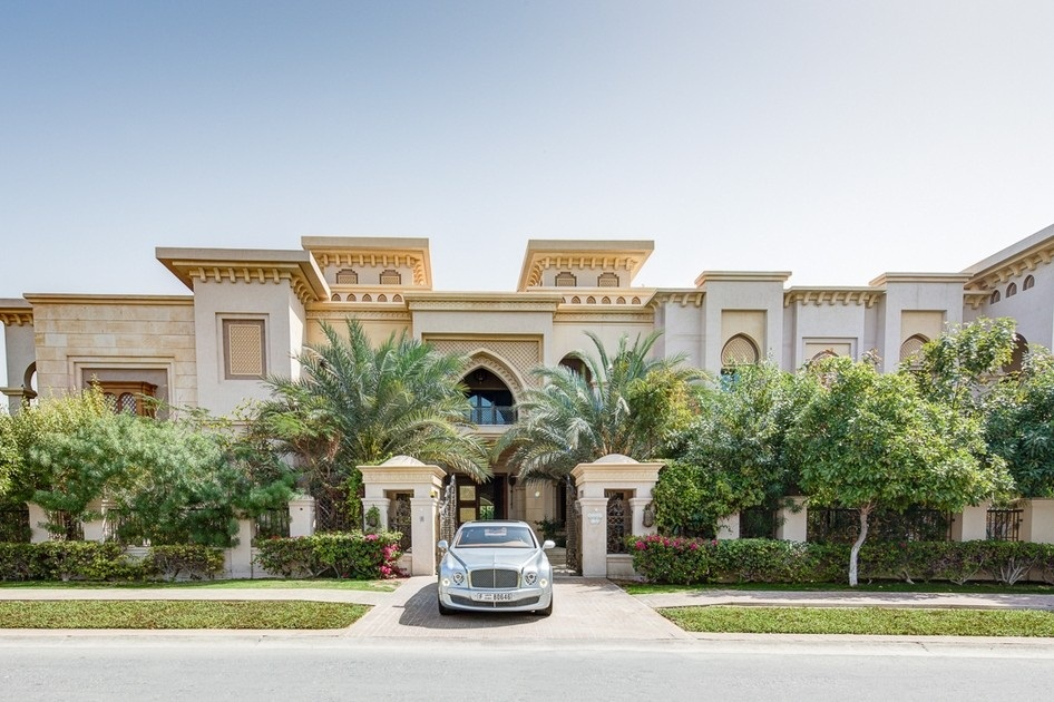 "Offered in the real estate market in Dubai residential villas worth 110 million dirhams, which is considered one of the largest residential villas in Dubai, located opposite the golf course, ""Montgomery"" reality in Emirates Hills area.  It consists villa of 10 bedrooms and 13 bathrooms and is awaiting able to afford to pay the high price tag, and sits on 40 804 square feet of space with distinctive views of the Dubai skyline from the balcony of the top floor, and is characterized by distinctive Batalaltha and they contain a large swimming pool, also includes 9 reception rooms , making its owner forced to hire a map to move between rooms without Itoh."
