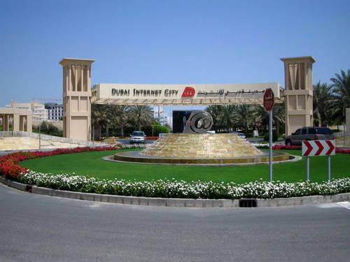 http://tecomgroup.ae/wp-content/uploads/2014/03/Tecom-banners-_0003_Dubai-Internet-City1.jpg